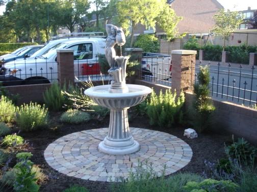 Tuinbeelden En Fonteinen.Prachtige Fontein Betonnenbeelden Com